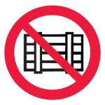 Знак P12 Запрещается загромождать проходы и/или складировать •ГОСТ 12.4.026-2015• (Пленка 200 х 200)
